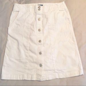 Izod white button front white denim skirt sz. 6